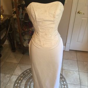 Venus white strapless white wedding dress 0